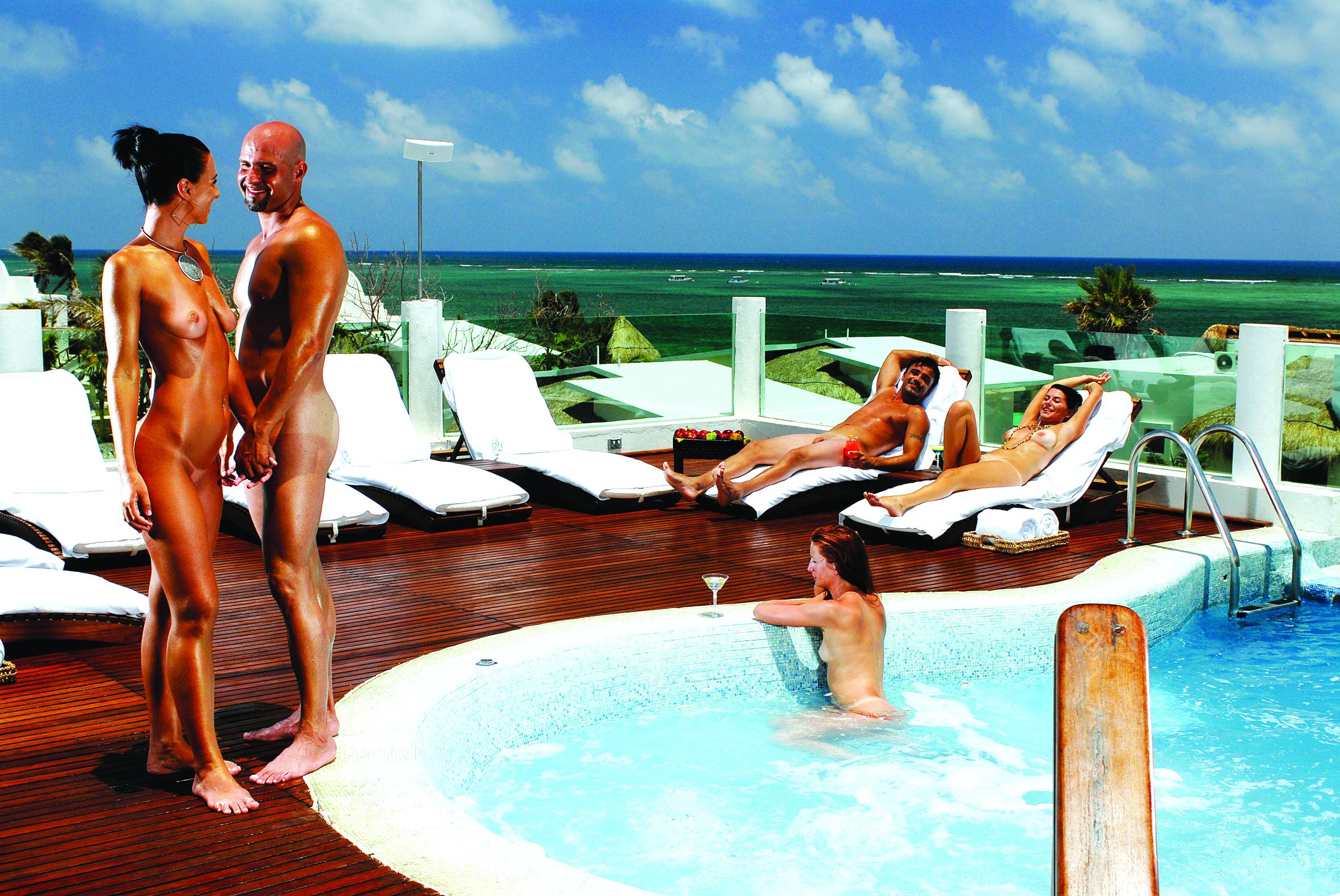 Jacuzzi Lounge 01 Riviera Maya.jpg