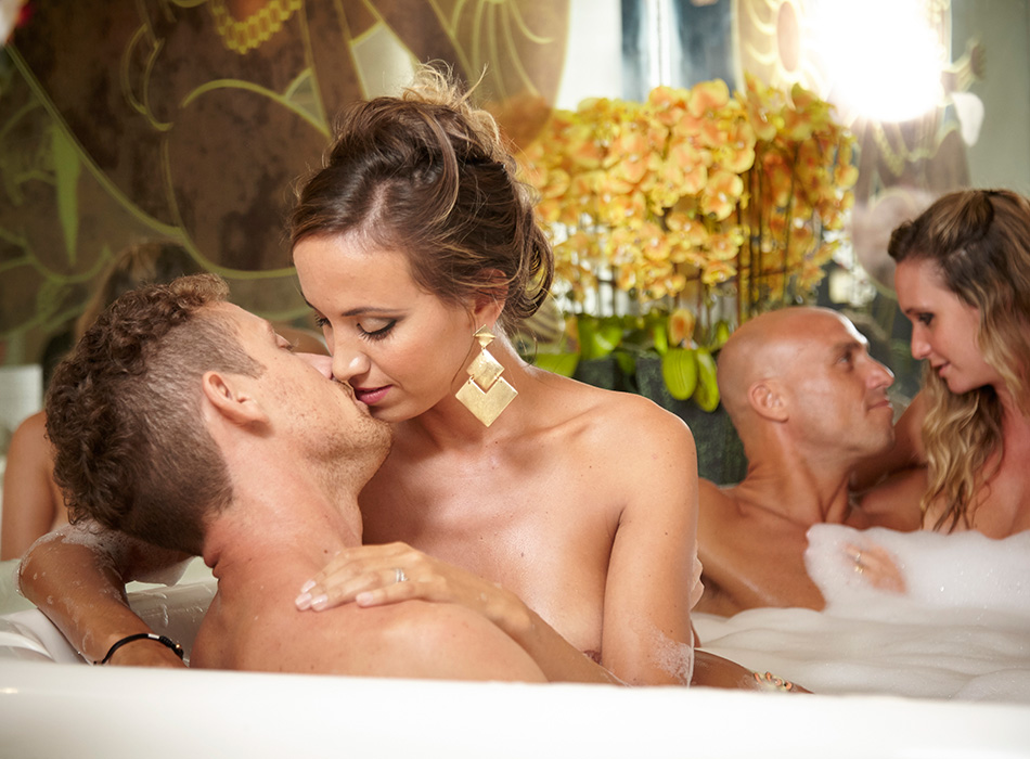 6-desire-cruises-couples-jacuzzi.jpg