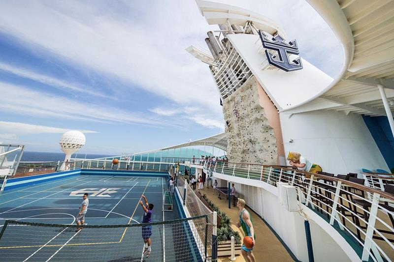 24-Photos-of-Royal-CaribbeanΓÇÖs-Classic-Mariner-of-the-Seas-Cruise-Ship-6.jpg