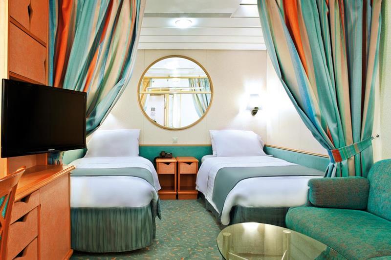 24-Photos-of-Royal-CaribbeanΓÇÖs-Classic-Mariner-of-the-Seas-Cruise-Ship-23.jpg