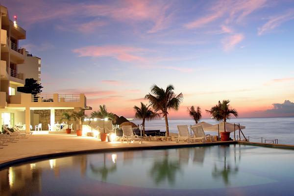 hotel-be-cozumel-sunset-pool.jpg