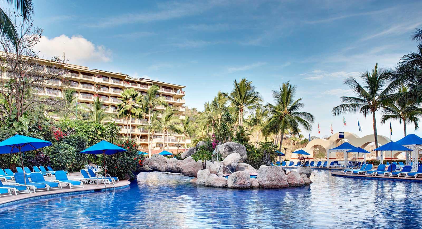 252-swimming-pool-4-hotel-barcelo-puerto-vallarta_tcm21-32117.jpg