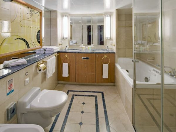 RCI_BR_OwnerSuite-BathroomR-600x450.jpg