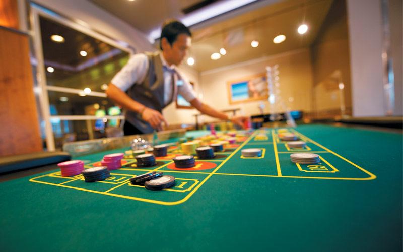 paul-gauguin-cruises-paul-gauguin-casino-bar-gallery.jpg