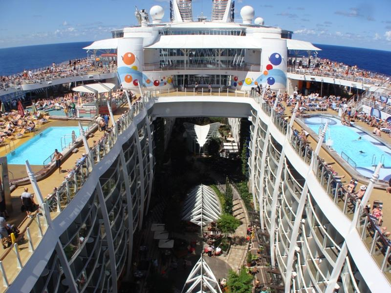 41-Breathtaking-Pictures-of-the-Royal-Caribbean-Oasis-of-the-Seas-5.jpg